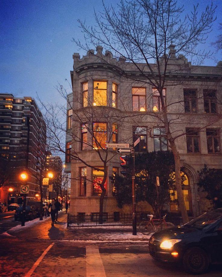 Je reviendrai à Montréal Ecouter le vent de la mer Se briser comme un grand cheval Sur les remparts blancs de l'hiver ---------------------------------------------------------------------------------------- #montreal #winter #canada #quebec #travel #adventure #architecture #building #weather #cuffseason #chill #art #explore #filtered #evening #dusk #french #world #flying