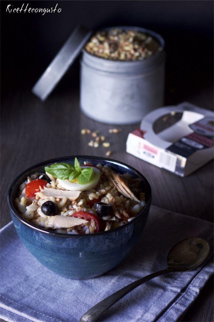 Insalata ai 5 cereali con tonno uova e pomodorini