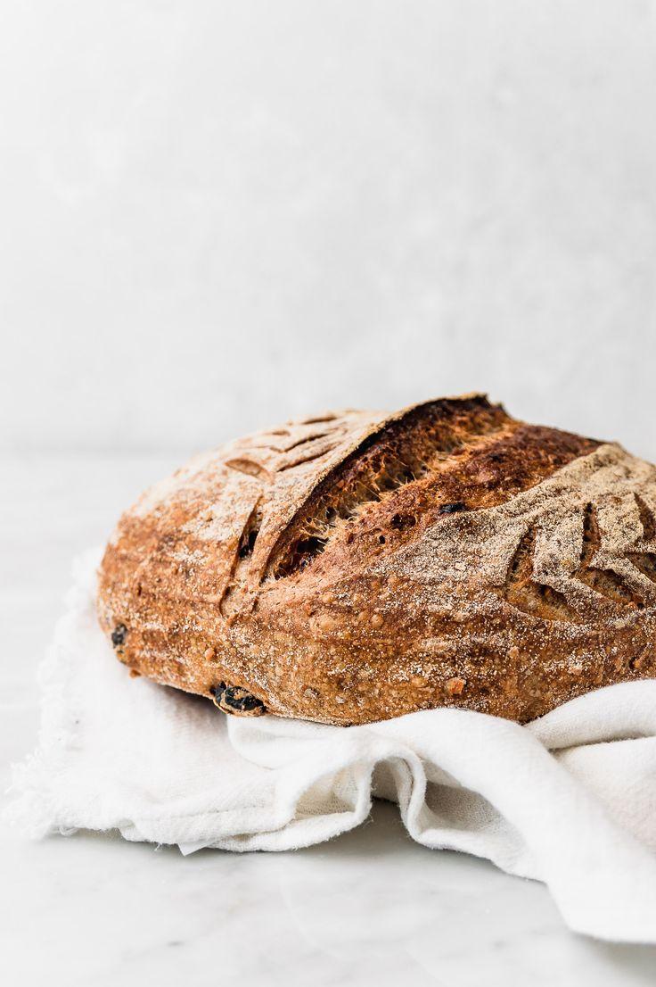 Golden Raisin and Walnut Sourdough Bread Goldenes Rosinen – und Walnuss – Sauerteigbrot Bread Recipes, Baking Recipes, Snack Recipes, Chef Recipes, Pan Bread, Bread Baking, Pain Au Levain, Golden Raisins, Pumpkin Spice Cupcakes