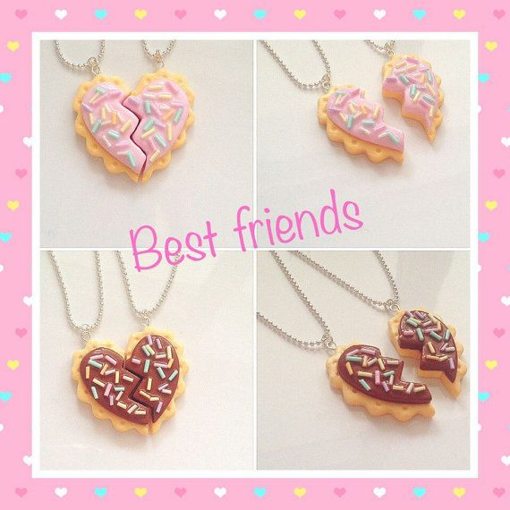 Lot de deux neackleces avec deux coeur reconstitué cookie. Pour les meilleurs amis! Est disponible en deux coloris: rose et chocolat. Très beau cadeau pour vous et votre meilleur ami