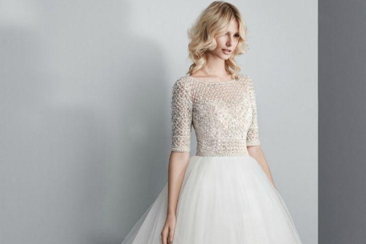 Ideales para casamientos en estaciones del año como otoño o invierno, los vestidos de novia con manga larga cada vez están más en auge entre las novias frioleras o las que apuestan por un estilo boho chic.