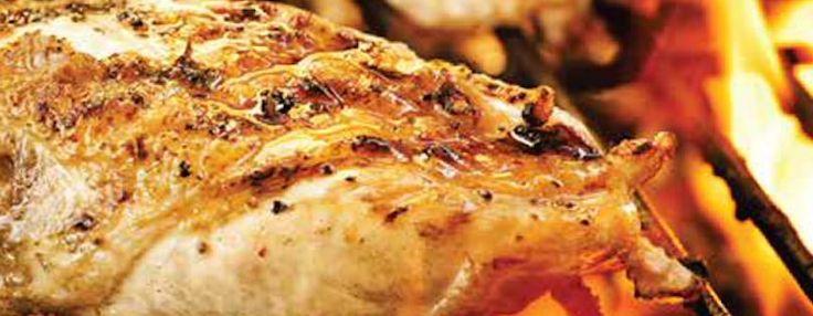 Dans un bol, mélanger tous les ingrédients de la marinade, verser le tout dans un sac hermétique et ajouter les poitrines de poulet. Laisser mariner au réfrigérateur de 4 à 24 heures...