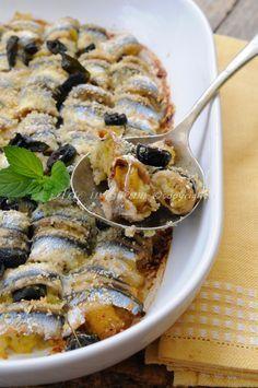 Involtini di alici al forno con patate e olive, ricetta facile con pesce azzurro, rotolini di alici, idea secondo facile ed economico, acciughe ripiene, ricetta light