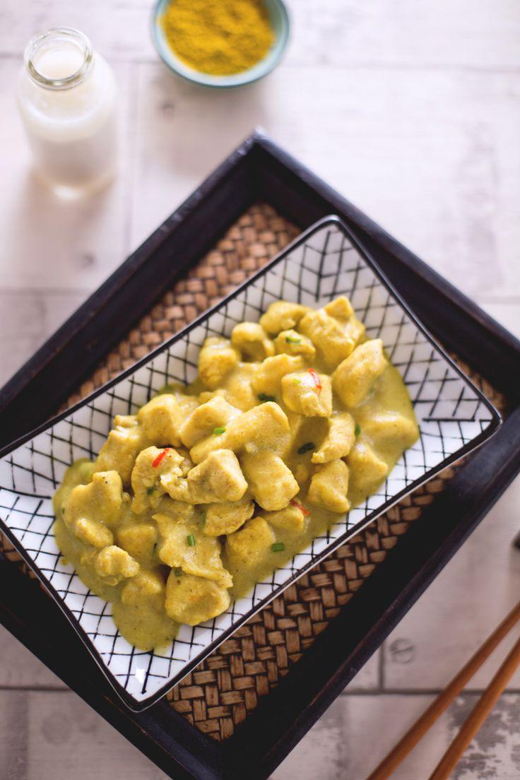 Il #pollo al latte di #cocco e #curry è una variante del tradizionale pollo al curry, un secondo piatto dai sapori esotici, facile e veloce da realizzare! (chicken bites with coconut milk and curry) #Giallozafferano #recipe #ricetta #India