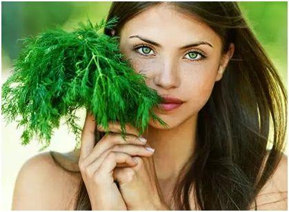 Маска из укропа для лица — чудесное народное средство, омолаживающее, подтягивающее и увлажняющее кожу лица. Не отказывайтесь от даров матушки-природы!