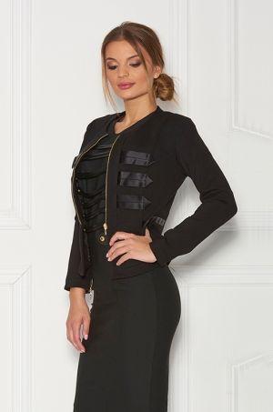 Elegantné sako čiernej farby s možnosťou rozopnutia na zlatý zips v predne časti - so saténovými aplikáciami. Vhodné k nohaviciam Grazy trausers.