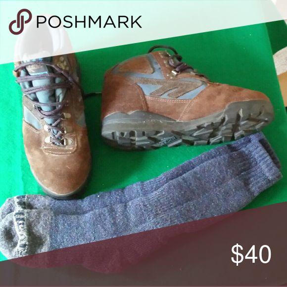 HI TEC HIKING BOOTS AND PERFORMANCE SOCKS Never used. Size 9 1/2 Men's Hi-Tec Shoes