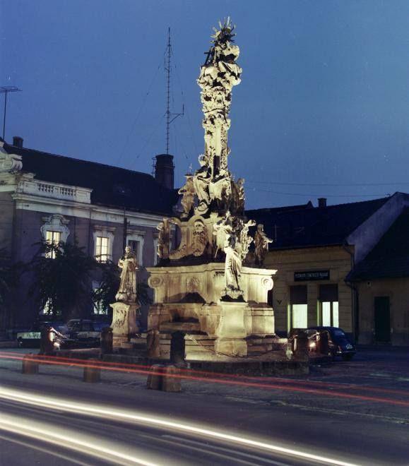 Vác Szentháromság tér, Szentháromság szobor 1974