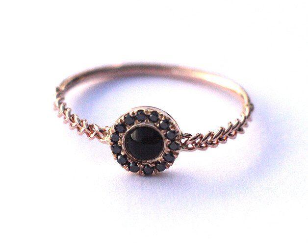 Bague de fiançailles de Halo avec onyx noir et diamants, bague de fiançailles avec diamants, bague de fiançailles parfaite, cadeau d'anniversaire pour elle par ARPELC sur Etsy https://www.etsy.com/fr/listing/462522964/bague-de-fiancailles-de-halo-avec-onyx