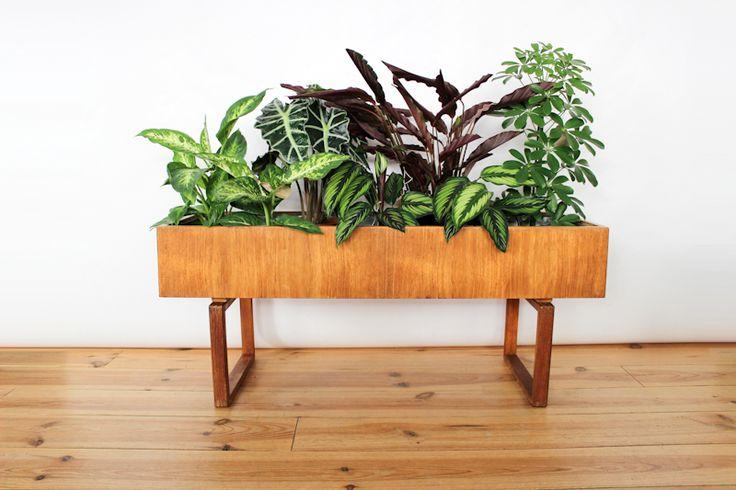 vintage danish plantstand teakwood  jardiniere-plant-stand-teck-kai-kristiansen-maison-nordik.MND365.1  www.maisonnordik.com Danish Modern Midcentury modern