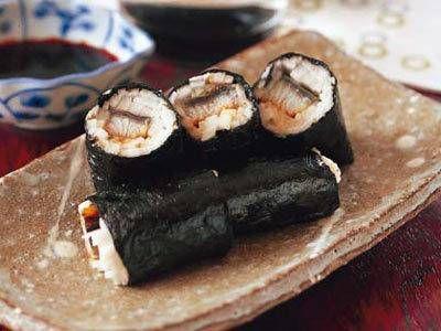 中村 正明さんのうなぎのかば焼きを使った「うなぎとろろの磯辺巻き」のレシピページです。あっさりした長芋の中にわさびとうなぎのたれのきいた味が絶品です。焼酎にも日本酒にも合いますよ。 材料: うなぎのかば焼き、長芋、焼きのり、わさび、うなぎのたれ