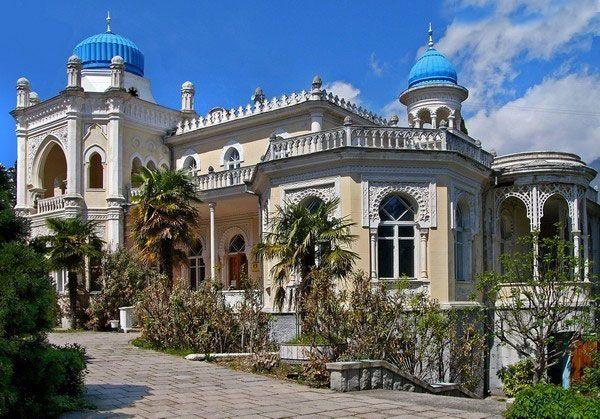 Дворец эмира из Бухары – один из самых интересных и оригинальных светских зданий своего времени, которое и по сегодняшний день отлично сохранилось и радует всех своих посетителей своей необычной архитектурой постройки.
