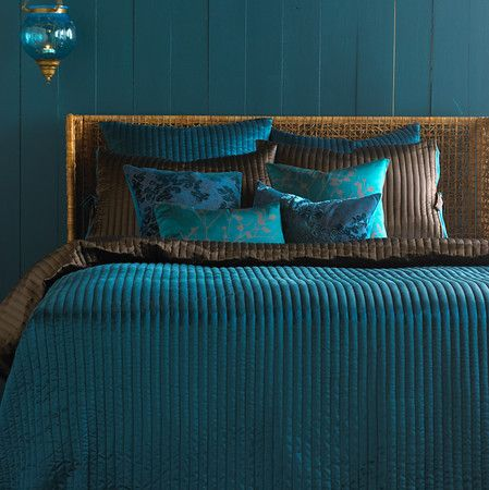 www.eyefordesignlfd.blogspot.com  Decorate Your Home With The Color Peacock Blue