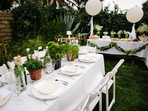 With Diner en Blanc as the baby shower theme, DIY Network shows you how to plan a classicly elegant, French-inspired, all-white baby shower.