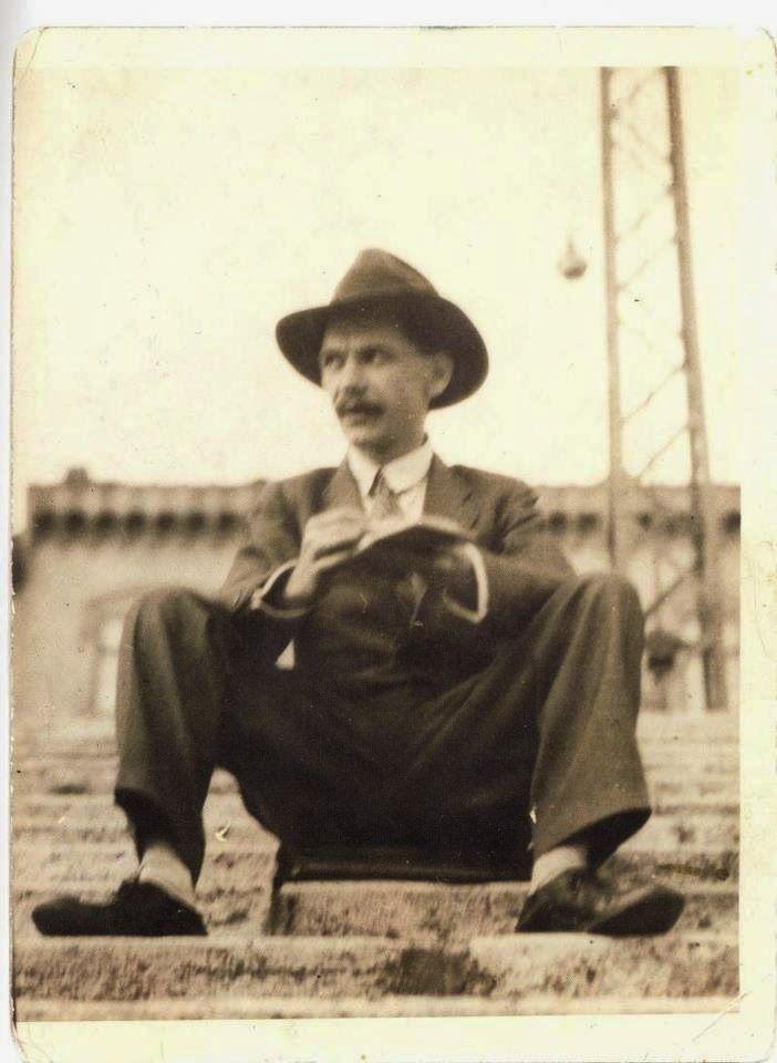 Memory Green  /  Emlékvirágzás: József Attila (1905. április 11. - 1937. dec. 3.)