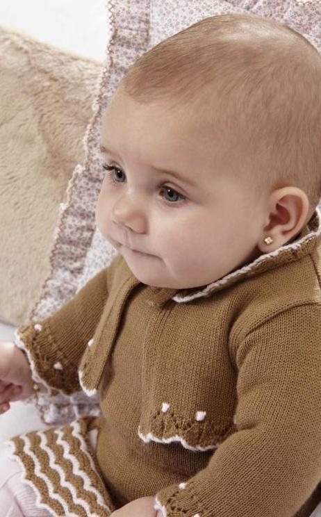 A pesar del frío nuestros peques pueden ir a la moda y estar calentitos con los modelos hechos de forma artesanal por la firma Paz Rodríguez  http://cerezasverdes.com/974-vestido-punto-mimosas.html