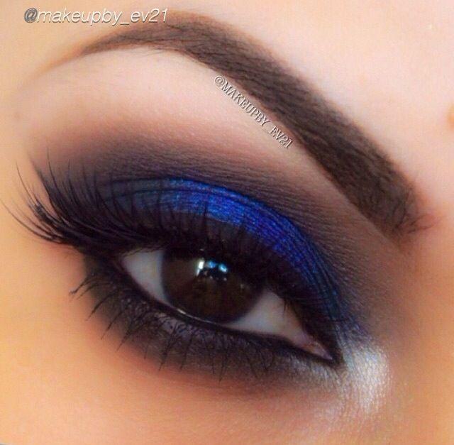 Sombras azules y oscuras.