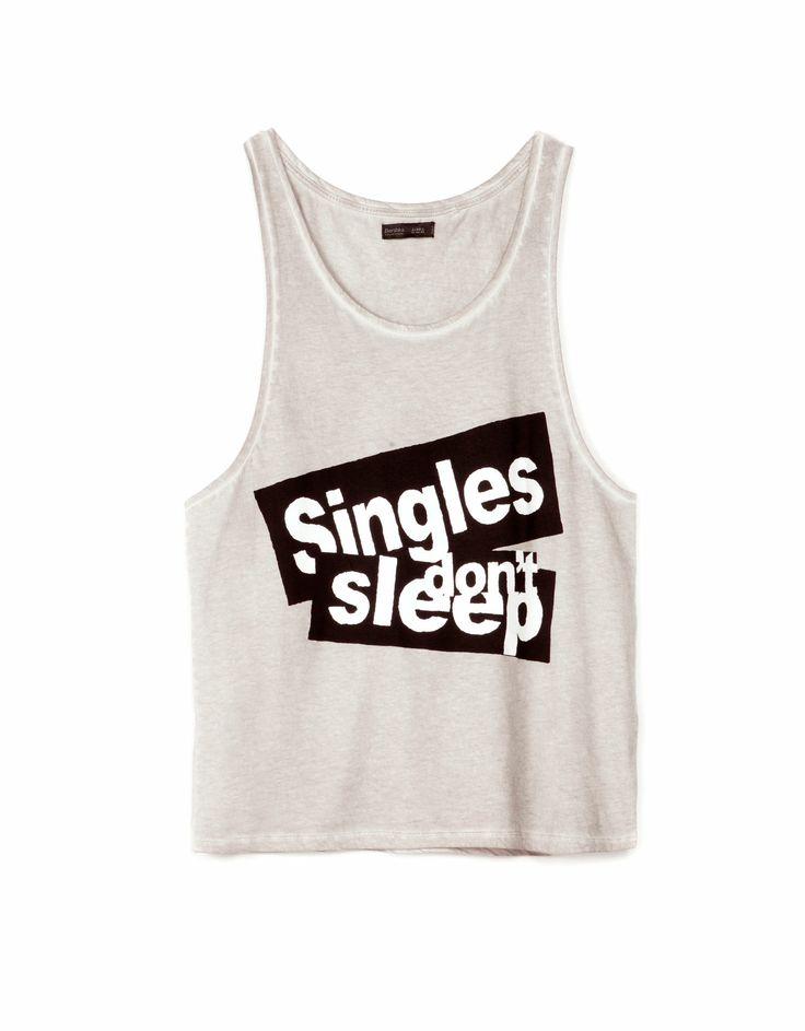Camiseta comprada en bershka chico, no todo va a ser de chica pero sinceramente me gusta mas la ropa de chica -Camiseta de tirantes estampada