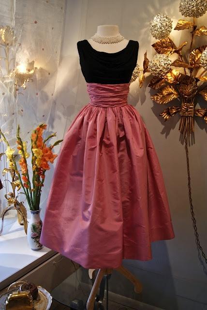 1950's bubble gum silk taffeta skirt with silk jersey top.