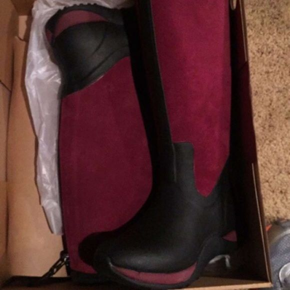 MUCK boots New! Burgundy suede Arctic adventure muck boots Muck Shoes Winter & Rain Boots