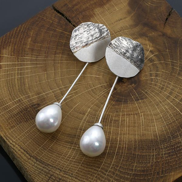 Pearl drop - silver earrings by Sztuk Kilka.