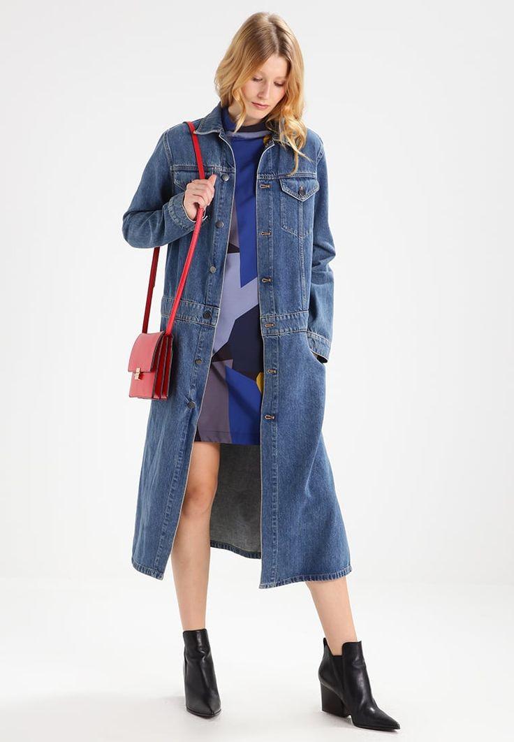 ¡Consigue este tipo de abrigo de lana de Calvin Klein Jeans ahora! Haz clic para ver los detalles. Envíos gratis a toda España. Calvin Klein Jeans RUGGED Abrigo de paño/clásico rugged blue: Calvin Klein Jeans RUGGED Abrigo de paño/clásico rugged blue Ofertas   | Material exterior: 100% algodón | Ofertas ¡Haz tu pedido   y disfruta de gastos de enví-o gratuitos! (abrigo de lana, lanas, jaspeado, duster, wool, cotton, wool-blend, wool-mix, woven, paño, wollmantel, abrigo de lana, man...
