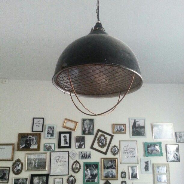 Gammal industrilampa (grislampa) i vardagsrummet!