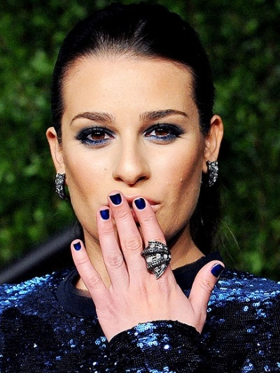 Come to MiniLuxe to get a deep, dark blue manicure like Lea Michele's. She matches the color with her eyeliner and contrasts it with nude lips. We love!