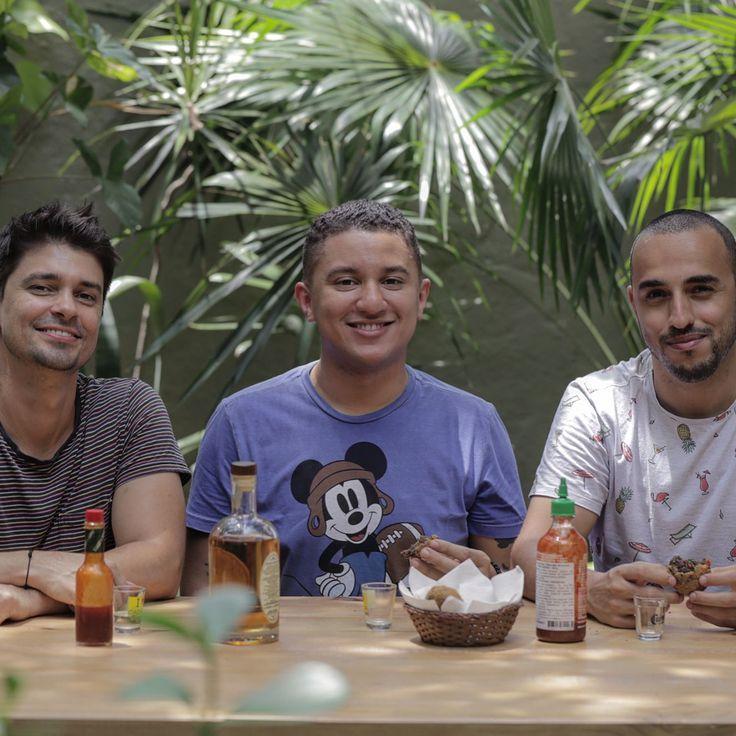GALERA é HOJE!! BOLINHO DE FEIJOADA ft. Víctor do @edecomer IMPORTAMOS ele de MANAUS pro Rio! ESTAMOS FALANDO!!!! Assista já link na BIO ou https://youtu.be/fD-nF8c6TcE . .  #gourmetadois #comida #culinaria #edecomer #manaus #manauara #youtube #gourmet #amazonas #amazonia #riodejaneiro #feijoada #feijao #carioca #rj #bolinhodefeijoada