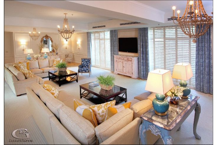 Sorority Living Room - Geri Travis Interiors