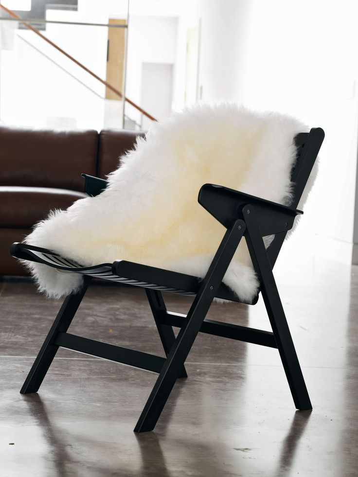 Our natural Sheepskin Throw brings textural counterpoint