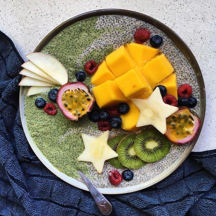 Matcha & vanilla chia pud topped with mango, raspberries, blueberries, kiwi, apple and passionfruit ~ Raw, vegan & refined sugar free!