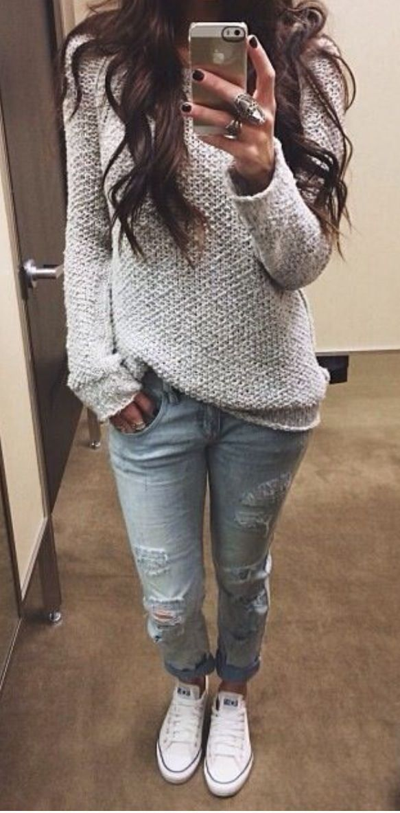 Comfy sweater, light jeans and sneakers