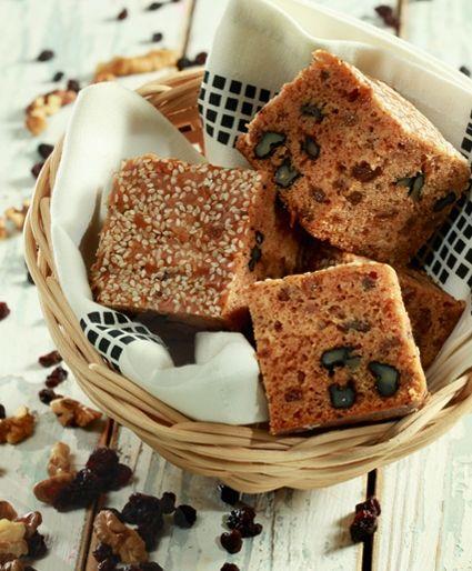 Κέικ νηστίσιμο με σταφίδες, καρύδια και πετιμέζι | Dina Nikolaou