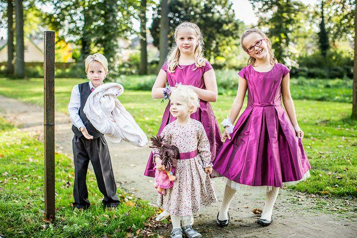 Bruidsjonker en bruidsmeisjes, paarse kleding, Bruidsfotografie, Bruidsreportage, Bruidsfotograaf | Dario Endara