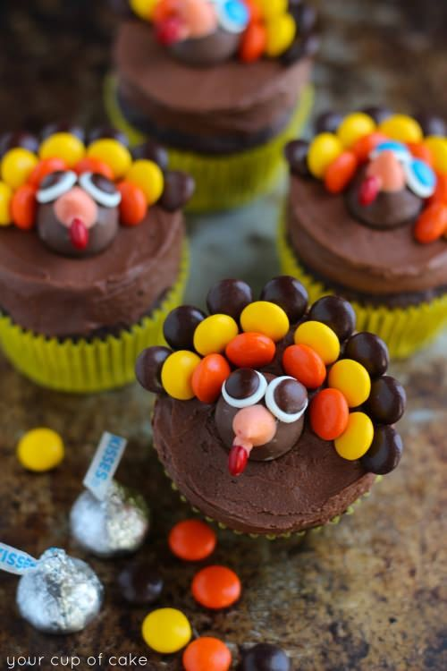 These+Turkey+Cupcakes+are+chocolatey+and+have+some+Reese's+Pieces+as+the+feathers,+so+it's+the+perfect+decorating+activity!+