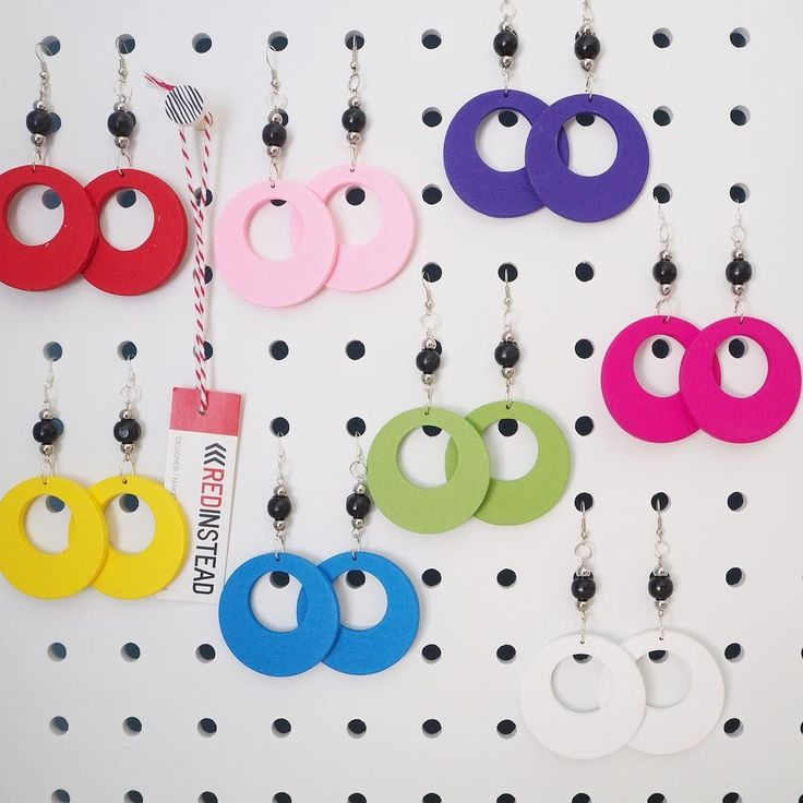 Earrings in all the colours! #earrings #jewelrydesigner #beads #woodenbeads #jewelry #jewellery #fashion #nineties #ninetiesfashion #90s #redinsteadshop