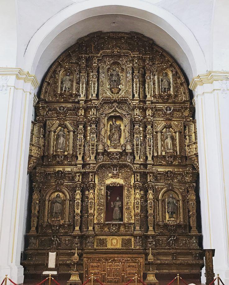 🎟🎟 #cuernavaca #templo #boda #colonial #atrio #catedral #facade #stucco #capilla #morelos #mexico #history #history #arquitectura #architecture #atrium #cathedral #wedding #retablo #hojadeoro #chapadeoro #artereligioso #religiousart #goldleaf #gold #yes #artesonado #iaccept #acepto