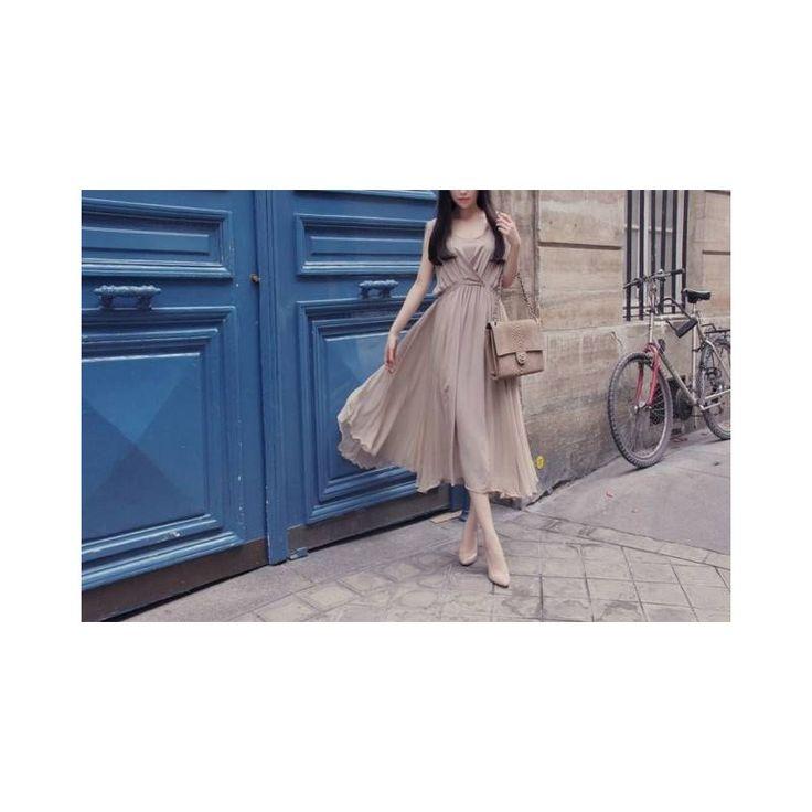 Beige Maxi Dress LD180 Model  76111 Condition  New  Chiffon Bust - 84-94cm Length - 104cm 420grams Iretail DR280,000reseller IDR210,000wholesaller IDR175,000
