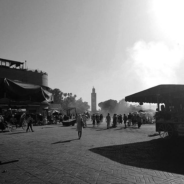 #marrakesh #morocco #market #medina #berbermarket #souk #travelphotography #travel #travelling #contrasts #lights