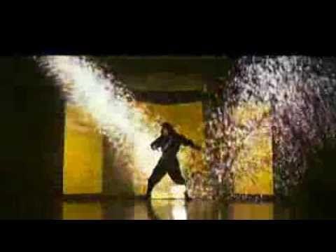 Amazing Japanese Dance Using LCD Projector. Seleccione este vídeo, por la estupenda realización coreográfica e integración de luces, sonidos  y efectos especiales.