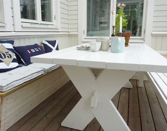 Väggfast bänk   - Ska vi måla borden vita Johan?