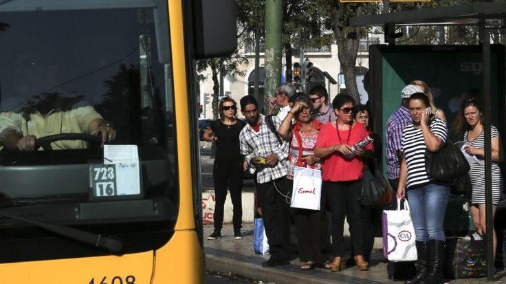 """A Comissão de Utentes de Transportes de Lisboa afirmou que não há """"mudanças visíveis"""" na Carris, um ano após a assinatura do memorando de entendimento que permitiu a gestão municipal dos serviços."""