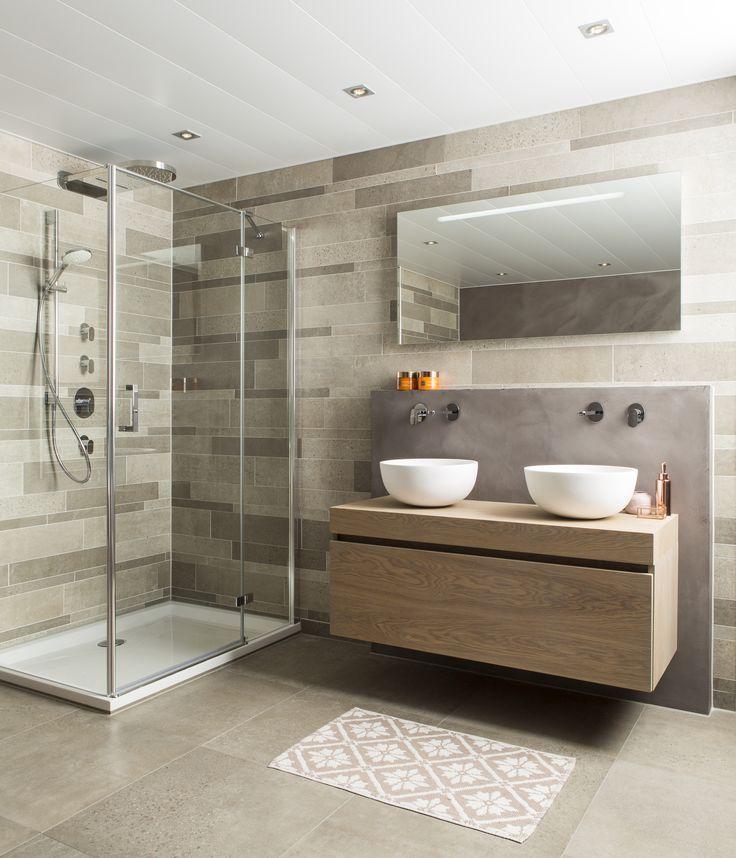 Mooi: het houten meubel in combinatie met de mat witte waskommen straalt warmte uit. Extra leuk: het meubel is een Nederlands product!