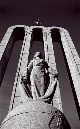 the Huguenot Monument in Franschoek Town.