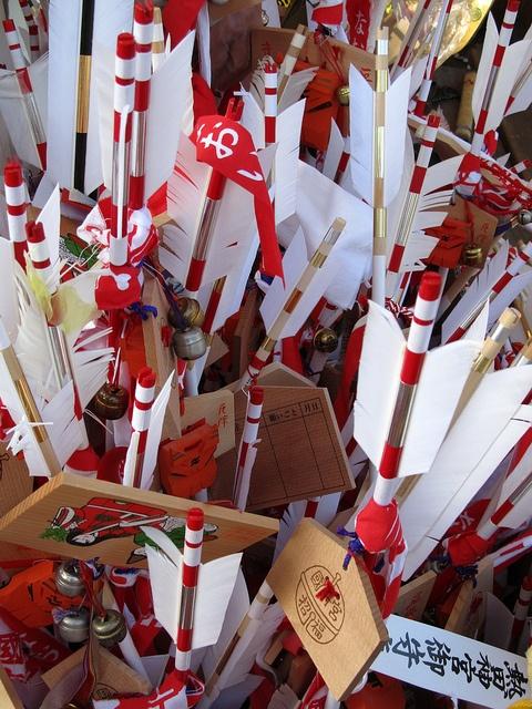 破魔矢 Hamaya, Arrow of good fortune, is bought at shrines for New Years.