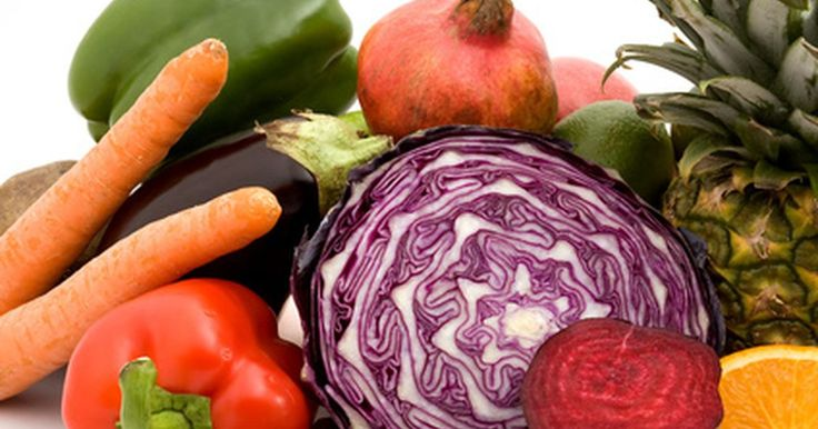 Comidas con enzimas digestivas naturales. Las enzimas son catalizadores que ayudan en la digestión. Se refieren a un grupo de proteínas que rompen y digieren los nutrientes. Las enzimas digestivas comienzan en la boca cuando la saliva interactúa con los alimentos. A pesar de que las enzimas convierten los alimentos en nutrientes útiles, las enzimas permanecen sin cambios. Algunos ...