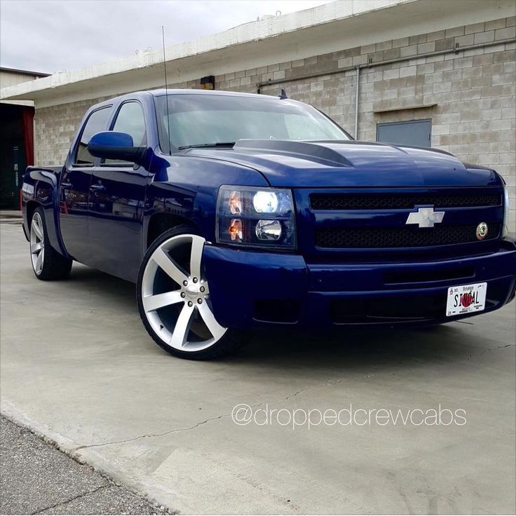 """Owner: @big_earvin    #Chevy #Silverado #gmc #Sierra #dropped #droppedcrewcabs #droppedtrucks #lowered #suelo"""