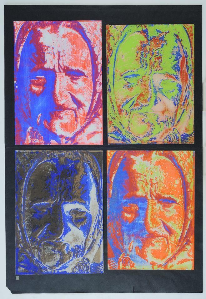 Portret staruszki (w czterech wersjach) z 1975 r. Włodzimierz Habel, autor tej wyrazistej serii grafik-odbitek, chętnie eksperymentował z formą i materiałem. Tworzył m.in. emocjonalne kompozycje o powtarzającym się motywie, różniące się kolorystyką i dawkowaniem graficznych środków wyrazu. Są cztery pory roku, w nich dni niepodobne do siebie… nie inaczej jest z nami – czy to miał na myśli artysta?