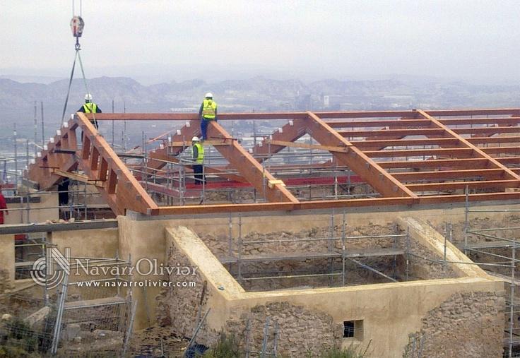 Recostrucción de cubierta para iglesia en el Castillo de Lorca, Murcia.  Estructuras de madera by NavarrOlivier.com